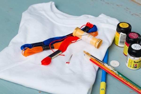 Kostenlose Anleitung T Shirts Besticken Und Bemalen Kinittide