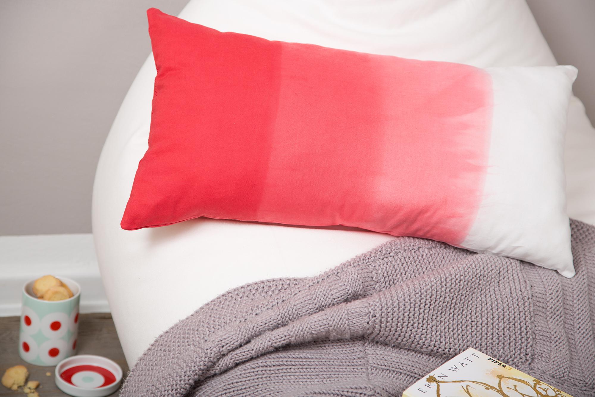 kostenlose anleitung kissenbezug n hen und verlauf f rben. Black Bedroom Furniture Sets. Home Design Ideas
